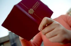 Passaporte português vai ser o primeiro da UE com grafia braille